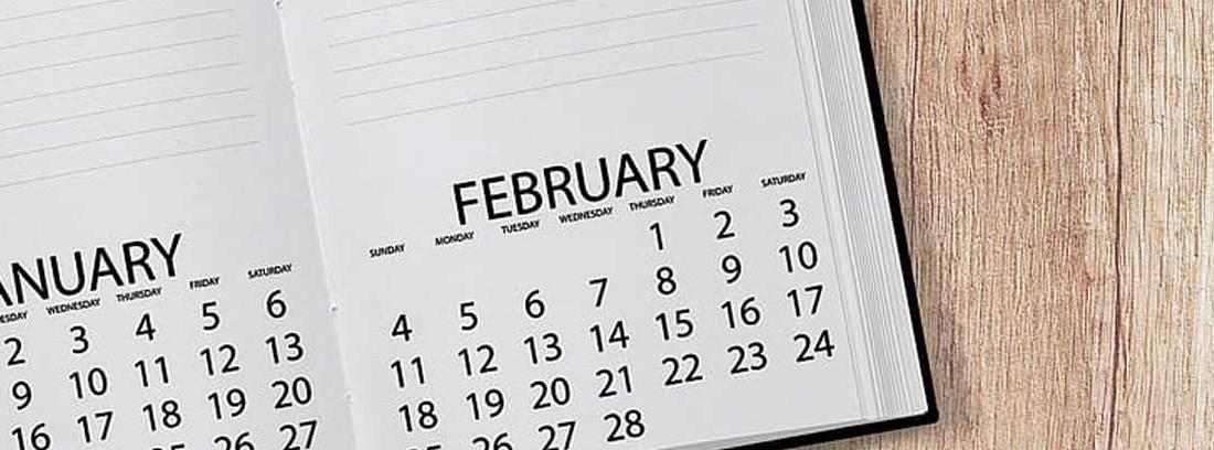 Agenda abierta con calendario