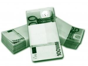 montones de billetes de 100 euros