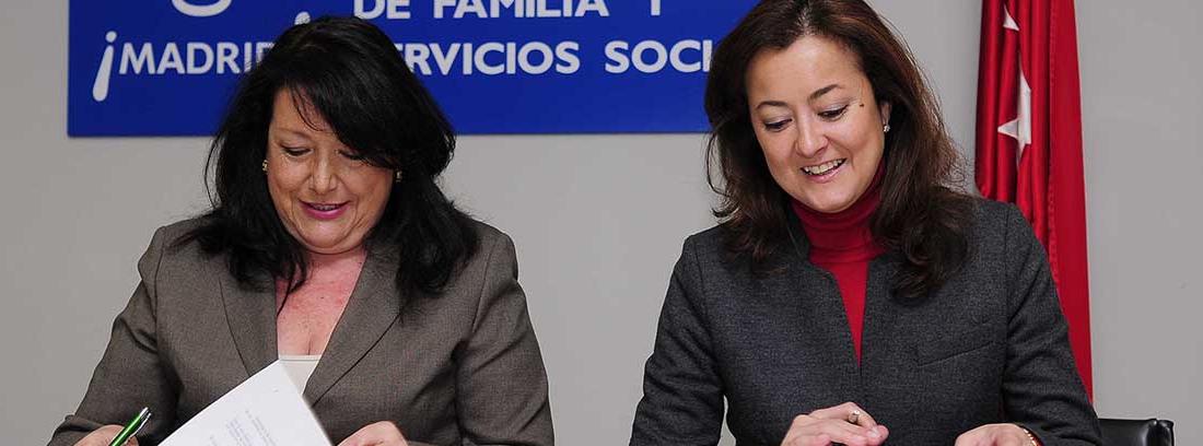 Dos responsables del ayuntamiento de Madrid en presentación de cursos de envejecimiento activo