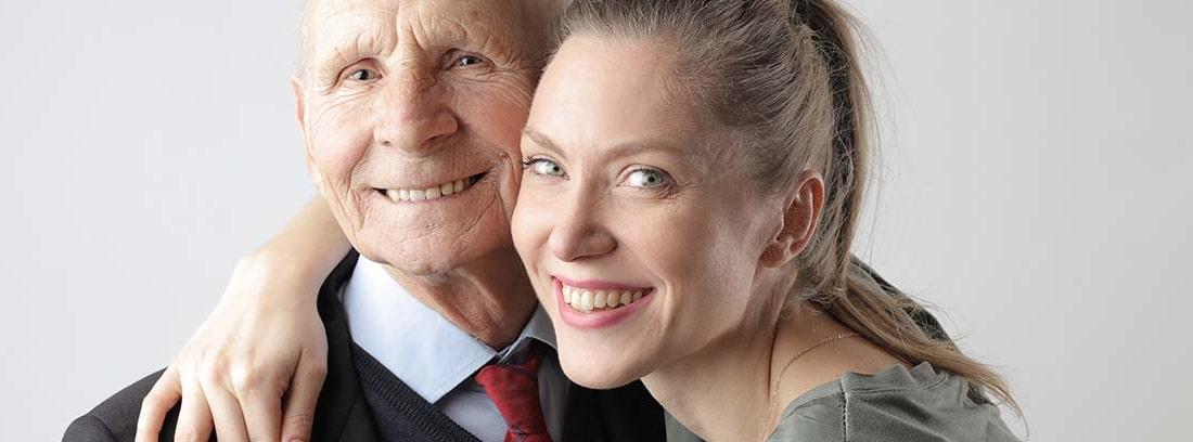 Anciano y mujer joven