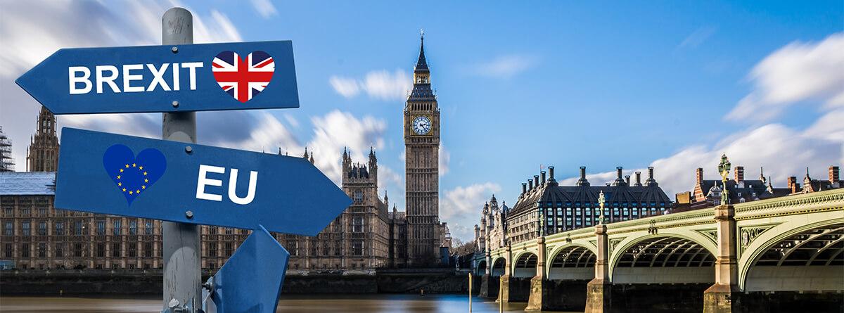 """Imagen de la Torre de Londres con carteles que indican """"Brexit"""" y """"EU"""""""