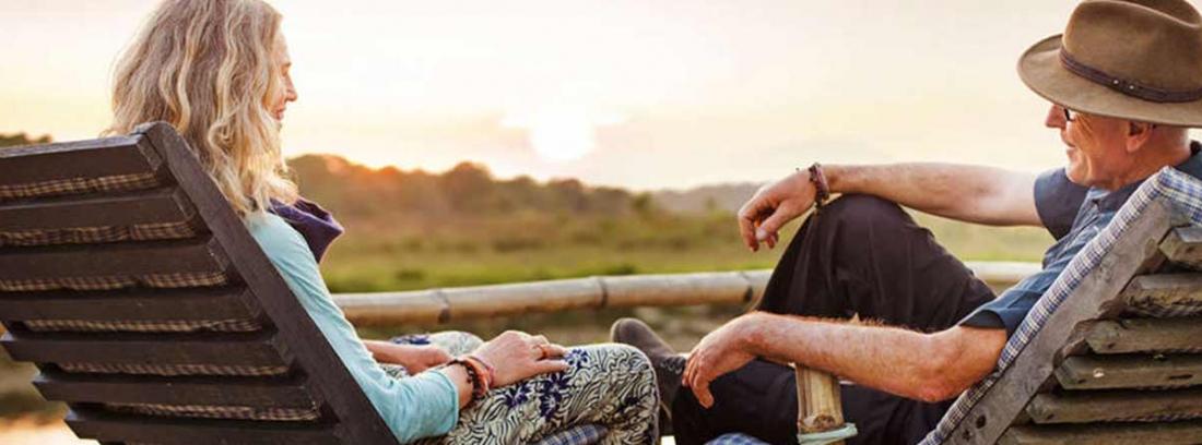 Hombre y mujer en unas hamacas