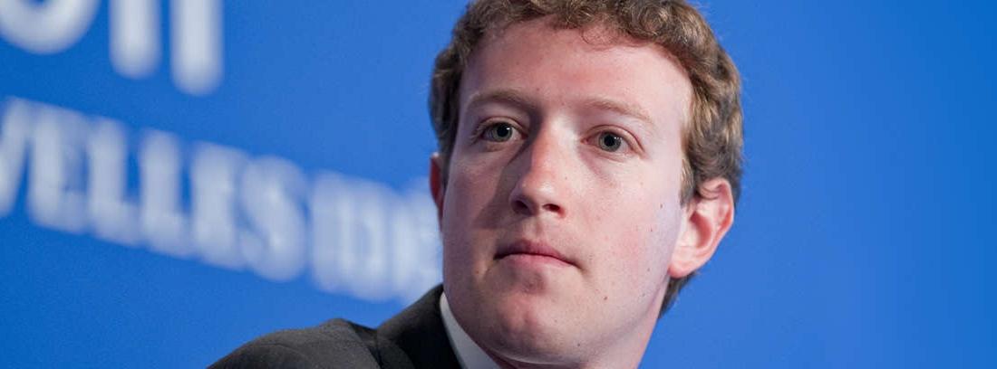 primer plano de Mark Zuckerberg en traje