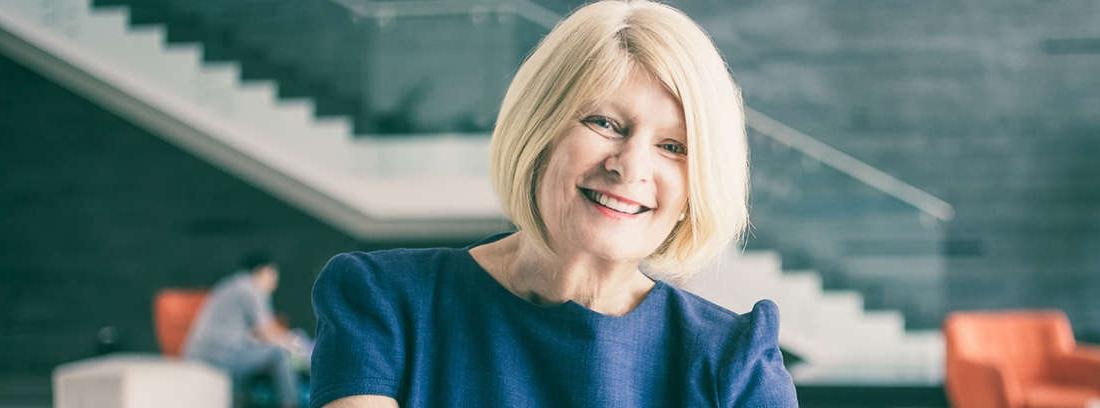 mujer para contratar a mayores de 50 años