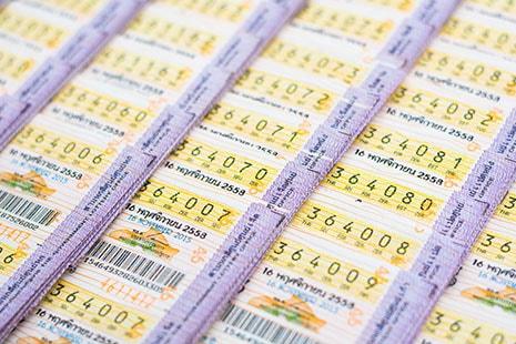 Diferentes y variados billetes de Lotería de Navidad