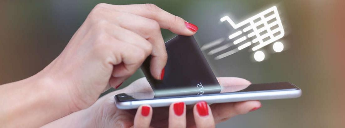 Hombre y mujer jóvenes con taza en la mano y mirando pantalla móvil