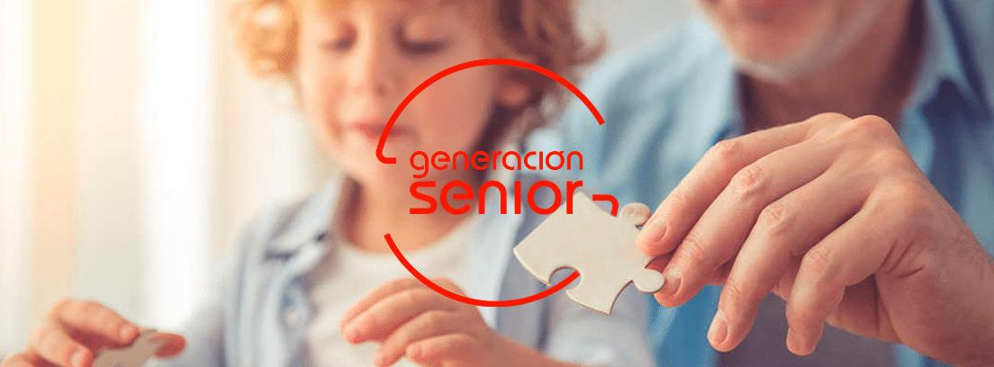 abuelo y nieto haciendo un puzle