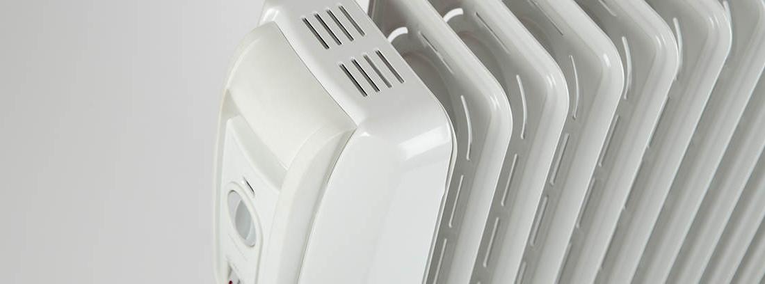 Radiador eléctrico de color blanco