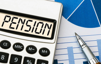 Calculadora con la palabra pensión escrita en su pantalla