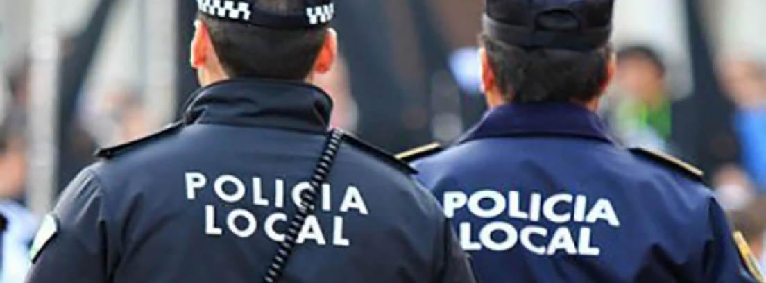 dos policias reclamando la jubilación anticipada de la policía local