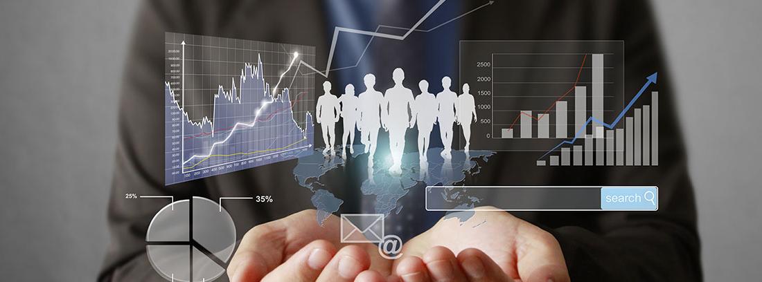 Hombre de negocios mostrando gráficos de beneficios de una empresa