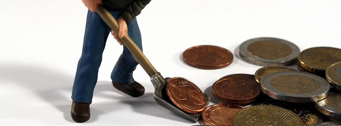 Muñeco cogiendo euros con una pala
