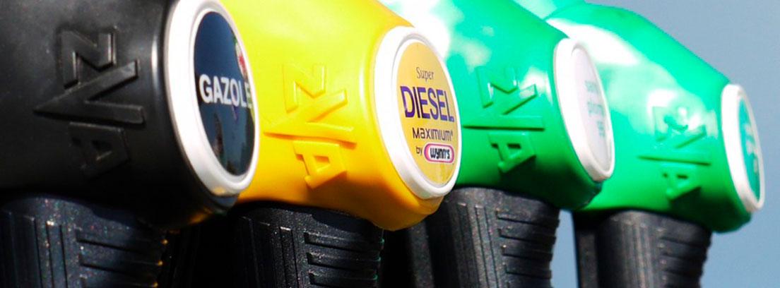 Manguera negra, amarilla y dos verdes colocadas en surtidor