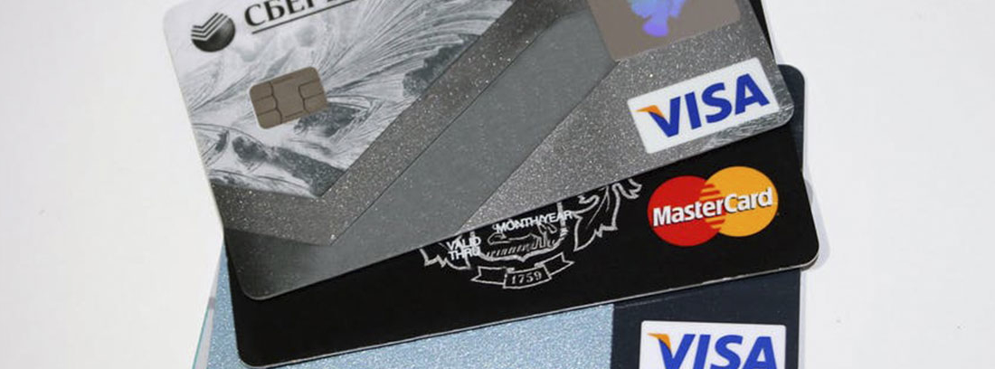 Diferentes tarjetas de crédito colocadas en forma de abanico