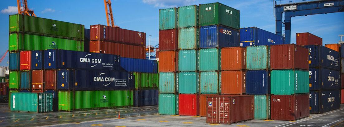 Cajas de transporte de mercancías de varios colores