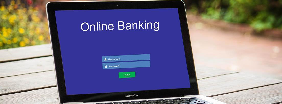 Ordenador portátil con la pantalla de Online Banking