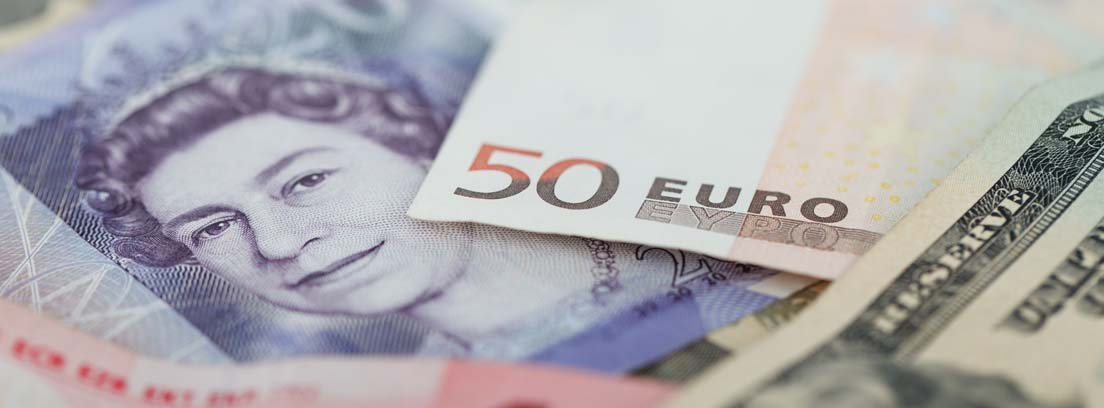 Billetes de varias divisas