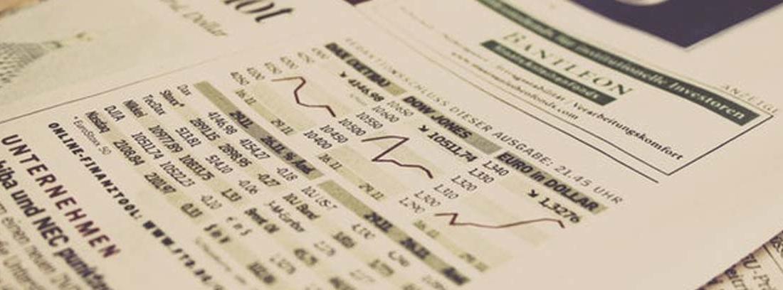 Gráficos y datos sobre el estado de la economía de un país en el periódico