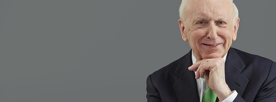 Primer plano del economista Leopoldo Abadía