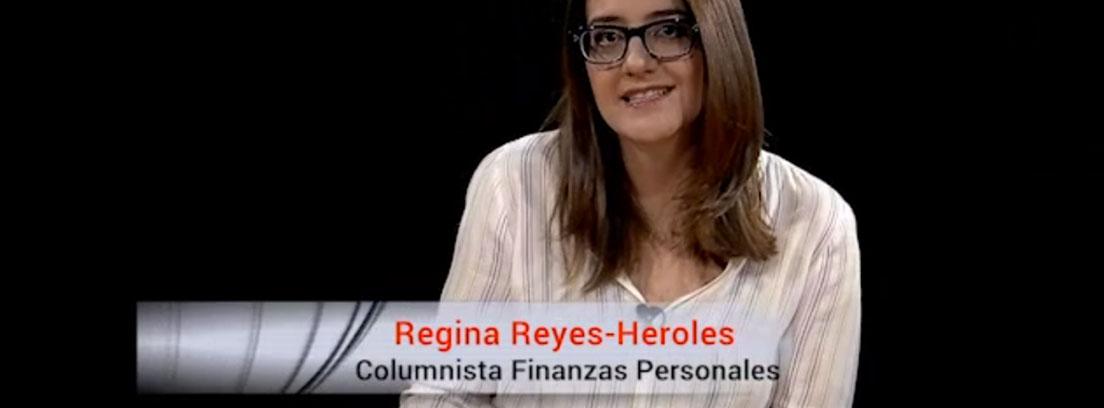 Primer plano de la periodista Regina Reyes-Heroles que explica cómo mejorar tu economía
