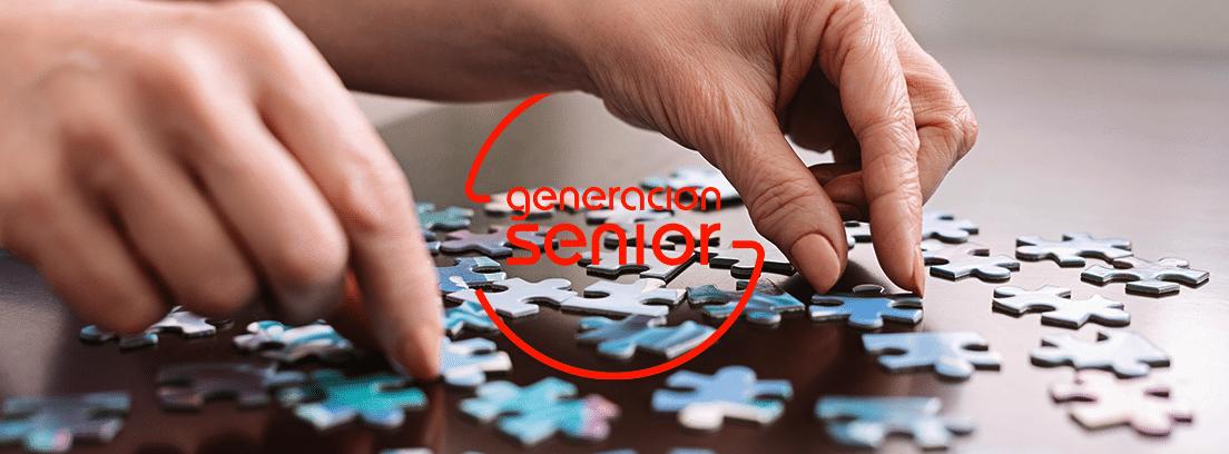 manos haciendo puzle