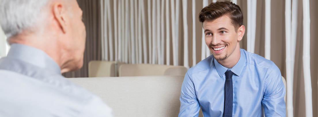 joven enfrentándose a una entrevista de trabajo