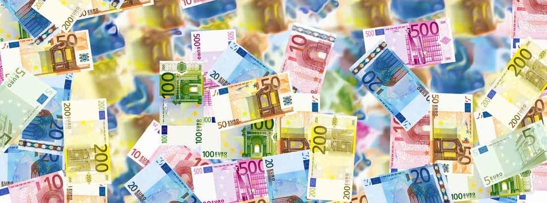 varios billetes de euro conformando un mural