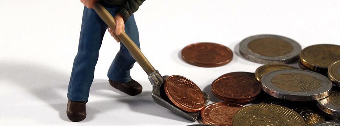 muñeco recogiendo con una pala monedas de euro