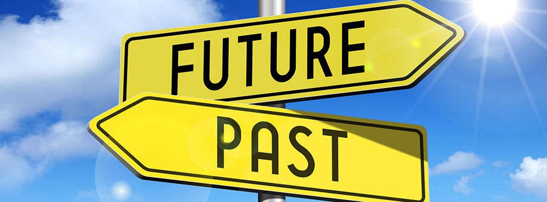 Señales indicativas con las palabras future y past