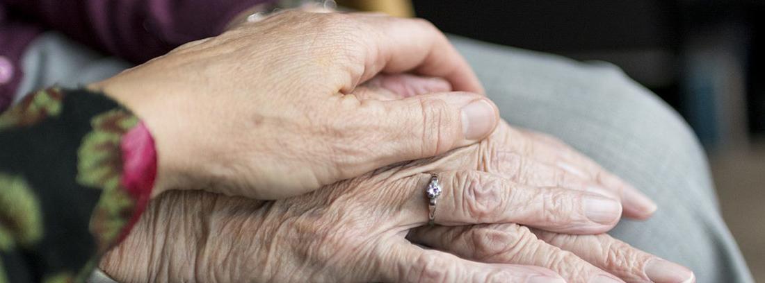 dos manos de mujer