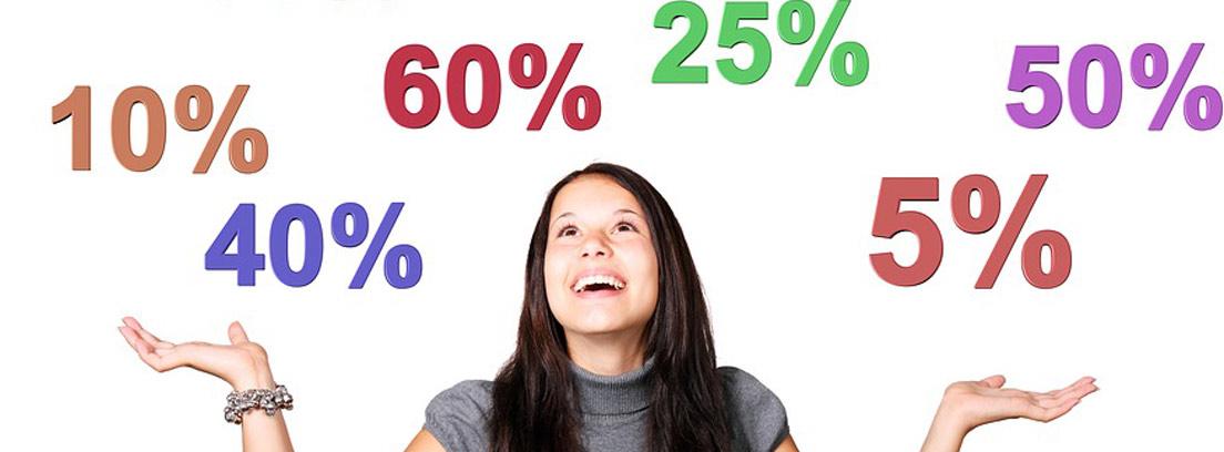 Mujer sonriente con porcentajes sobre ella