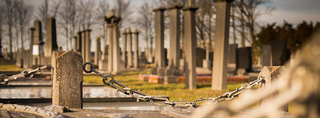 Cementerio con lápidas