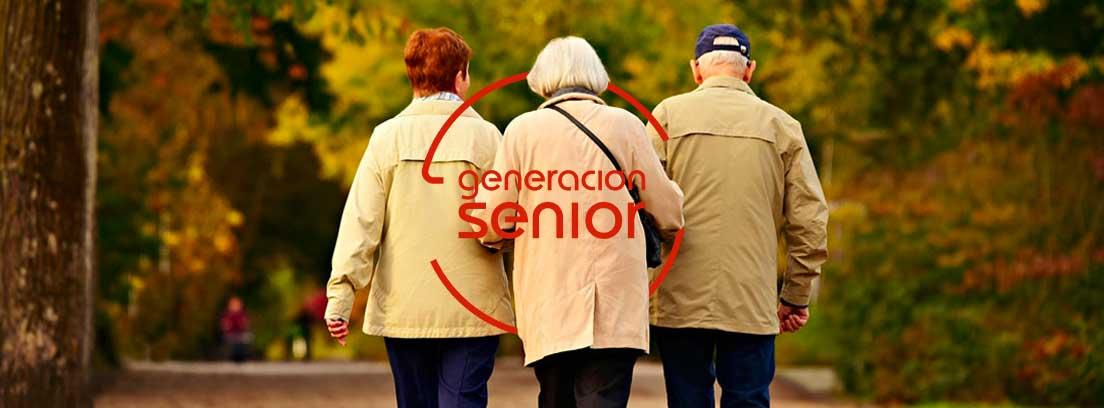 Actividad física, caminar: tres personas de espaldas caminando