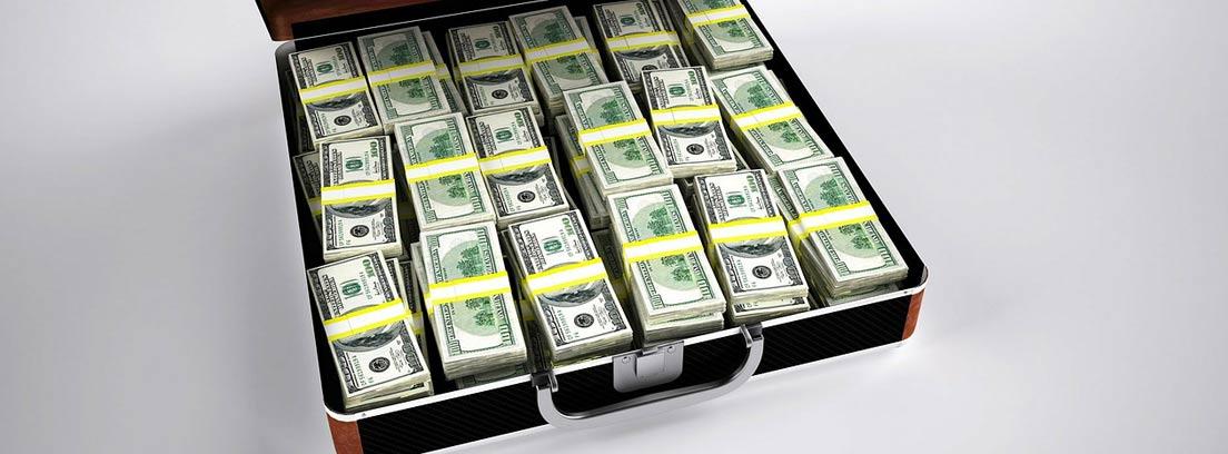 Maletín repleto de billetes de dólar