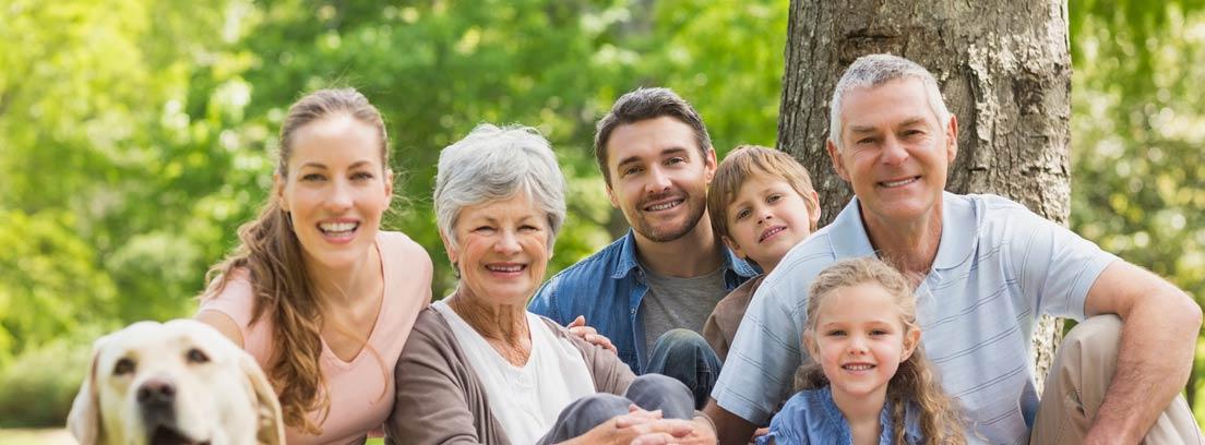 Familia compuesta por padres, hijos y abuelos