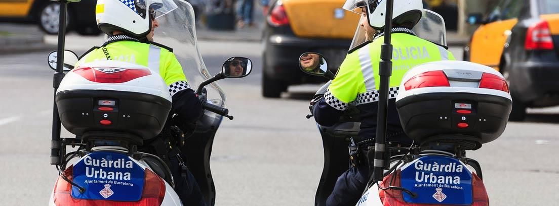 Dos policías en moto de la Guardia Urbana de Barcelona