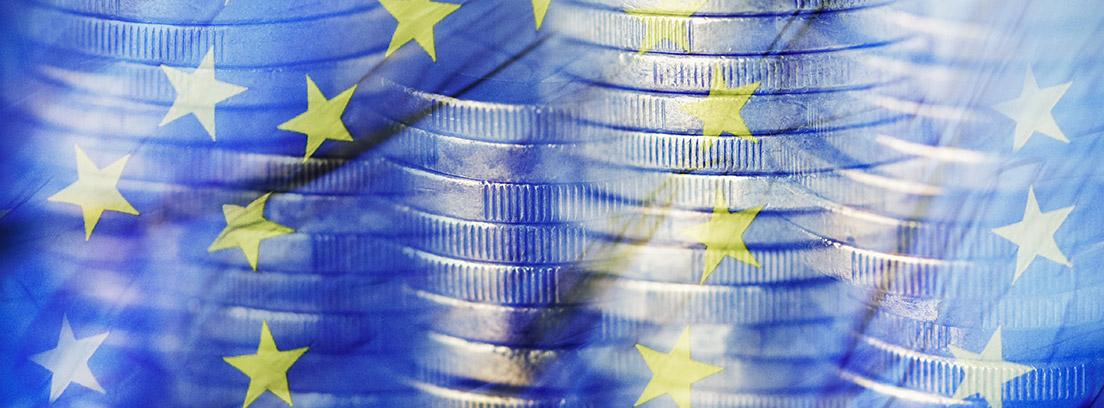 Bandera de Europa con monedas de Euro de fondo