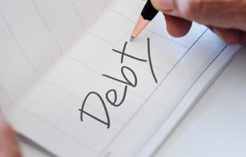 """Deuda escrito en inglés: """"debt"""""""