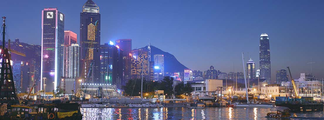 Instantánea nocturna de Causeway Bay, en Hong Kong