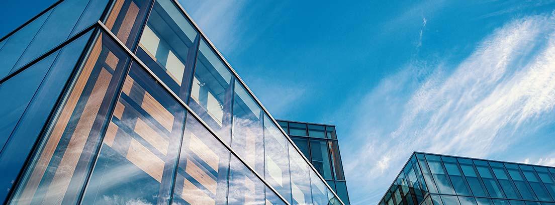 Edificios de oficinas de estilo contemporáneo