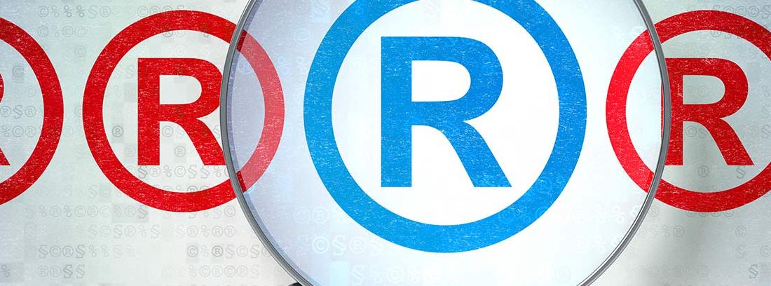 Lupa sobre el símbolo de marca registrada