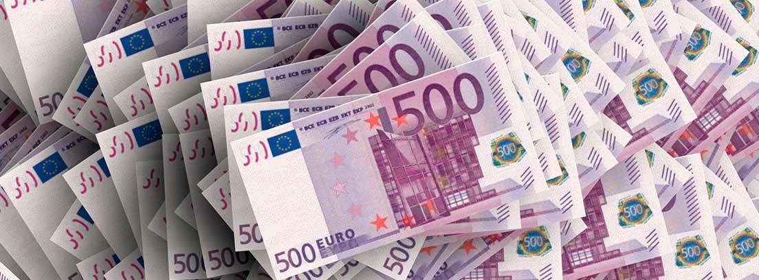 Varios billetes de 500 euros apilados