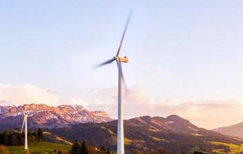 Molino de viento en una zona rural