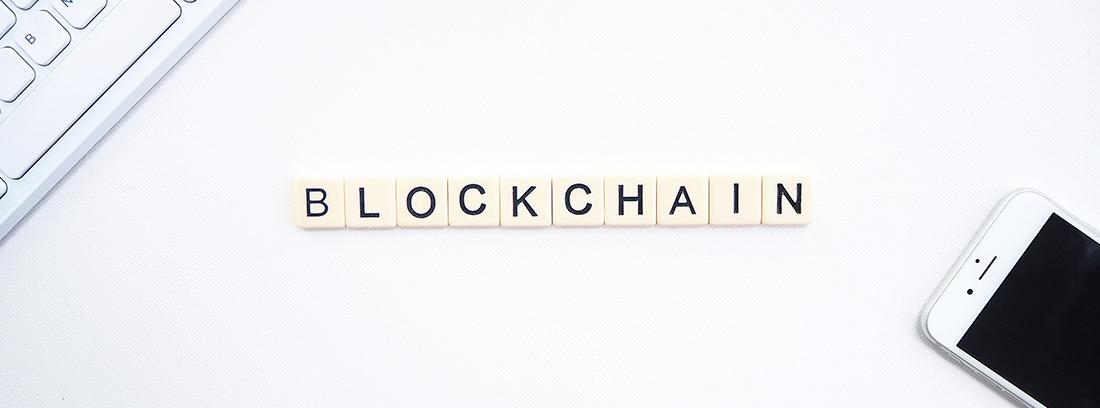 Blockchain escrito con fichas de Scrabble