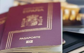 Varios pasaportes españoles