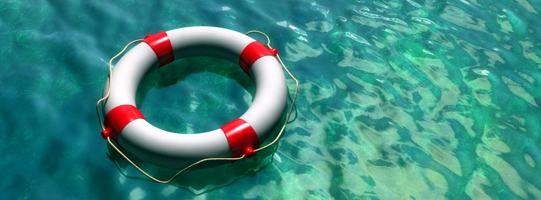 flotador salvavidas en el agua