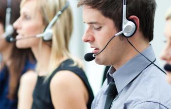 Trabajadores en un call center