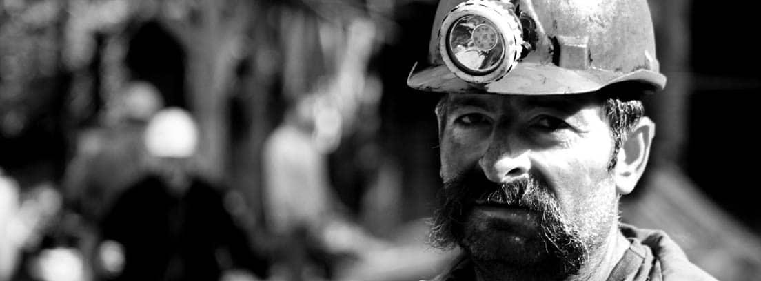 Minero con casco
