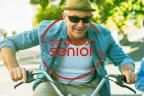 Consejos para mantener el nivel de vida en la jubilación: personas mayores montando en bicicleta