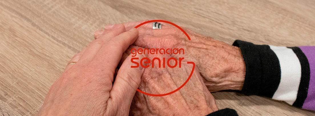 manos de mujeres mayores superpuestas entre si